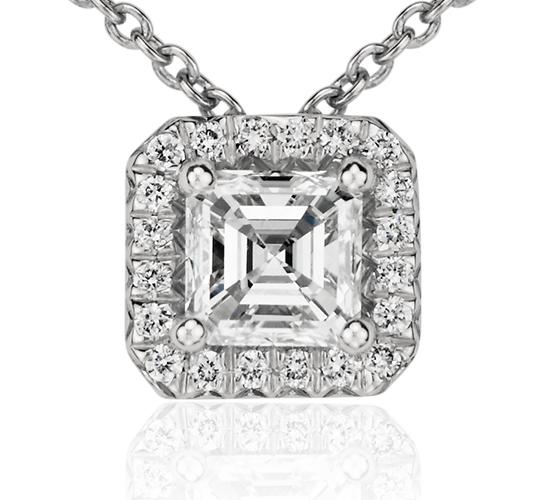 Colgante con halo de diamantes de talla Asscher en platino (1/2 qt. total)