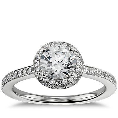 18k 白金光环钻石订婚戒指