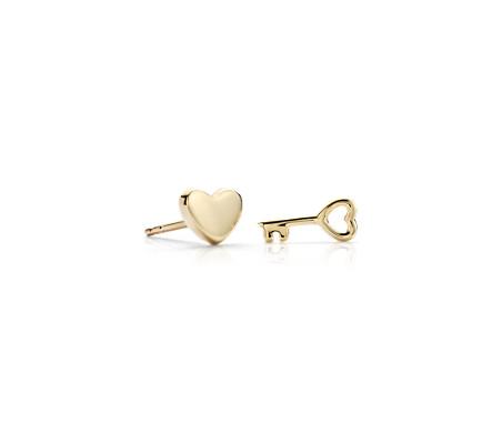 Aretes desiguales con forma de corazón y llave en oro amarillo de 14k