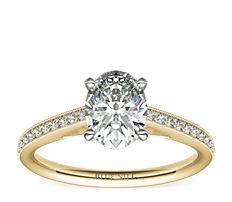 Anillo de compromiso de diamantes en pavé y montura tipo catedral clásico Riviera en oro amarillo de 18k (1/10 qt. total)