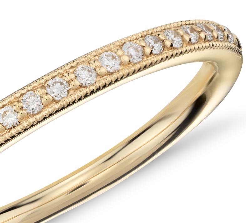 Anillo de diamantes en pavé clásico Riviera en oro amarillo de 18k (1/8 qt. total)
