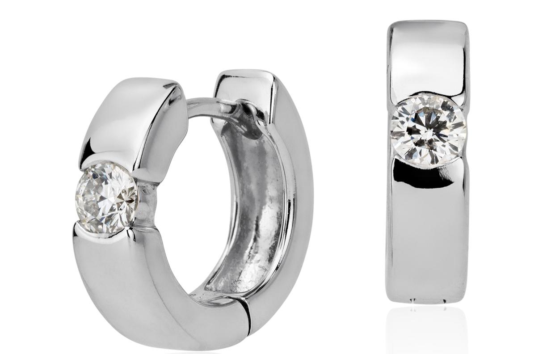 Aretes tipo argolla de diamantes en oro blanco de 14 k (3/8 qt. total)