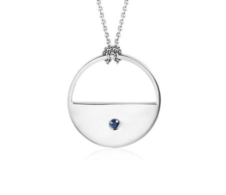 Collier long avec pendentif forme lune ouverte orné d'un saphir bleu en argent sterling (71cm)