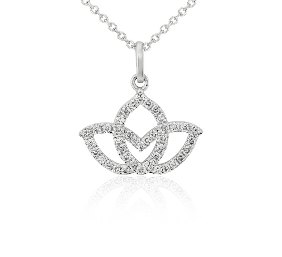Colgante de pavé de diamantes en forma de flor de loto pequeña en oro blanco de 14 k (1/10 qt. total)