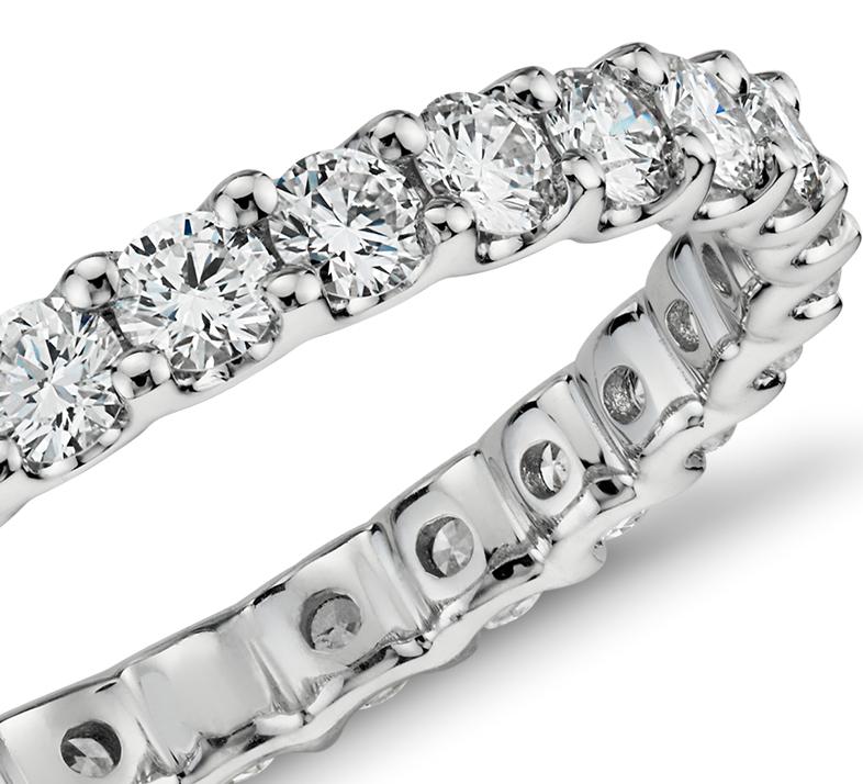 Anillo de Eternidad Luna con diamantes en oro blanco de 14 k (1 qt. total)