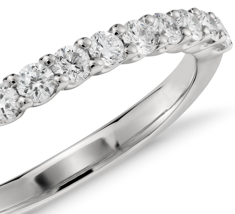 Anillo de diamantes Luna en platino (1/3 qt. total)