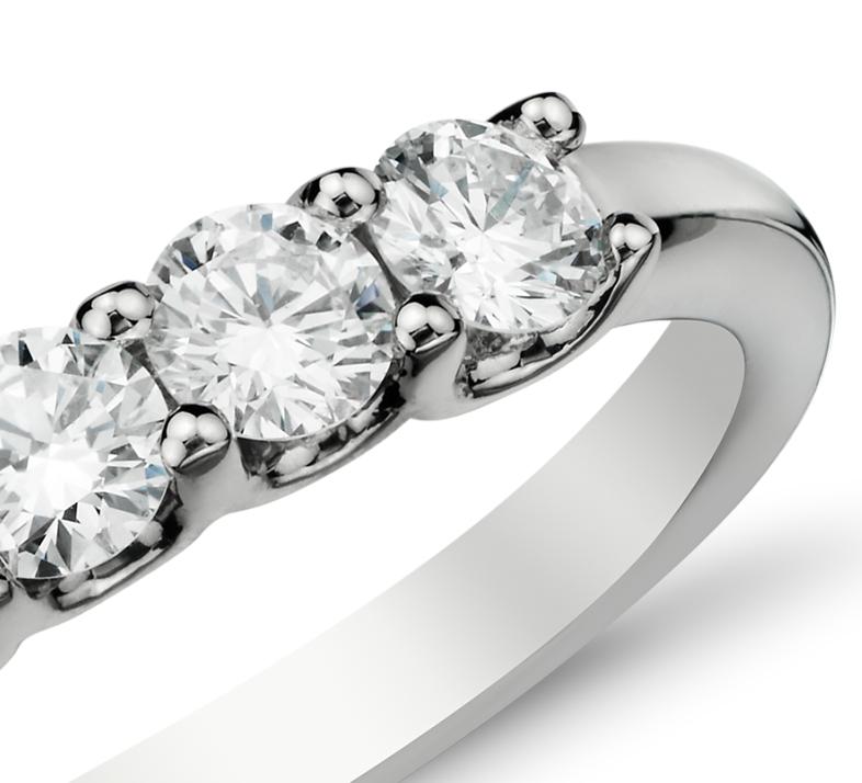 Anillo de cinco diamantes Luna en oro blanco de 14 k (3/4 qt. total)
