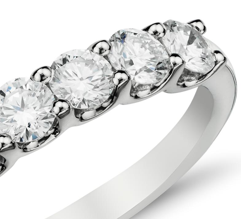 Anillo de siete diamantes Luna en oro blanco de 14 k (1 qt. total)