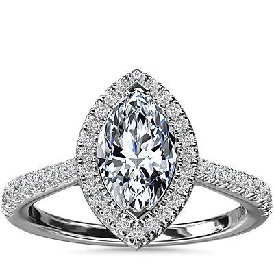 NUEVO. Anillo de compromiso de diamante de talla marquesa con halo y detalle de puente de diamantes, en platino (1/3 qt. total)