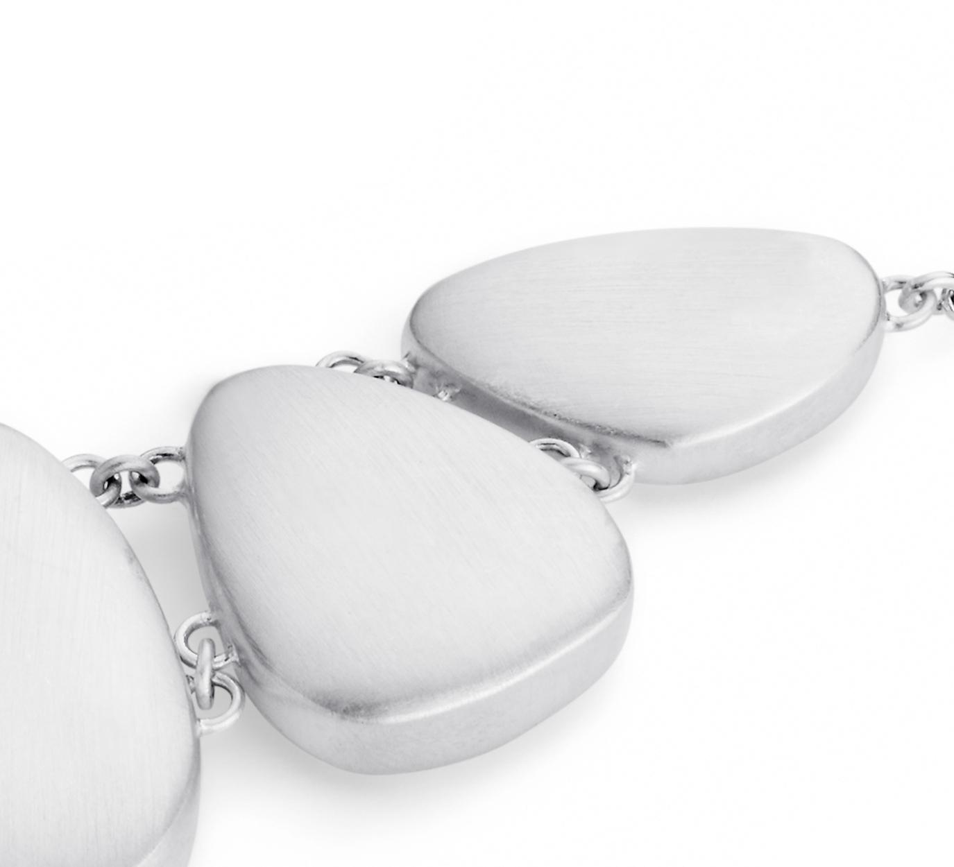 Collar de piedras tipo pechera con acabado mate en plata de ley