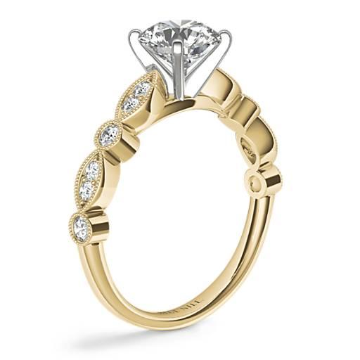 鋸狀欖尖形及圓點鑽石訂婚戒指