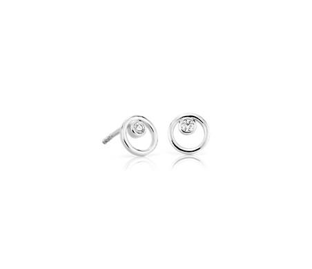 Aretes pequeños con círculos dobles y diamante en oro blanco de 14 k