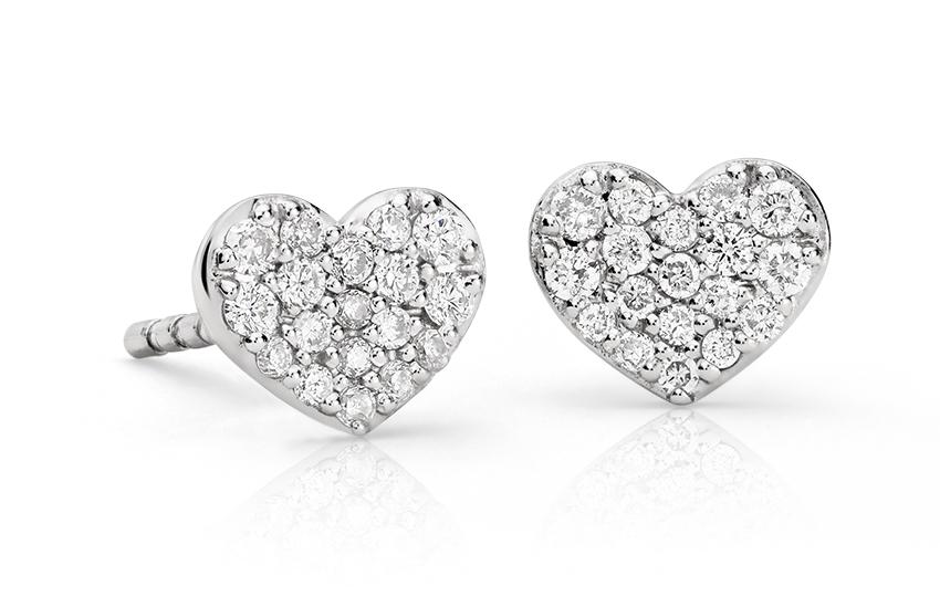 Aretes con forma de corazón de diamantes en oro blanco de 14 k (1/10 qt. total)