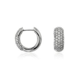 Aretes tipo argolla con pavé de diamantes en oro blanco de 14 k (5/8 qt. total)