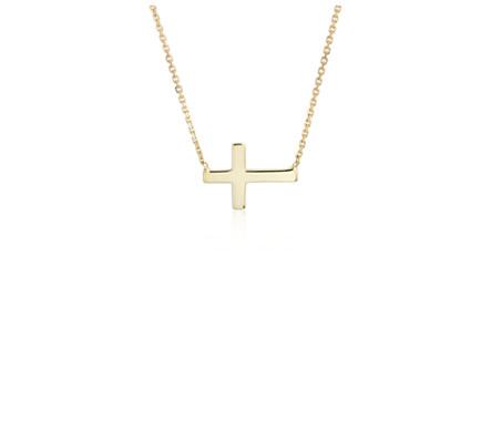 Collier orné d'une petite croix sur le côté en or jaune 14carats