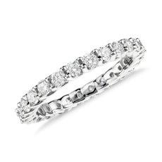 铂金 Monique Lhuillier 皇冠钻石永恒戒指<br>(1 克拉总重量)