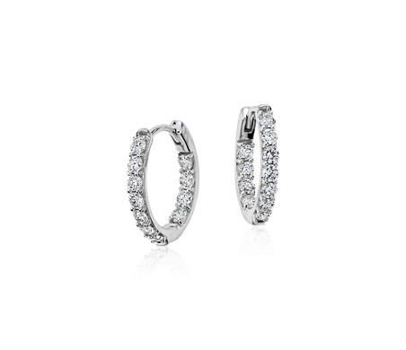 Aretes tipo argolla con diamantes de Monique Lhuillier en oro blanco de 18 k