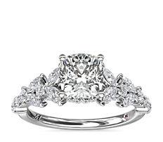 Bague de fiançailles florale avec diamants taille marquise Monique Lhuillier en platine