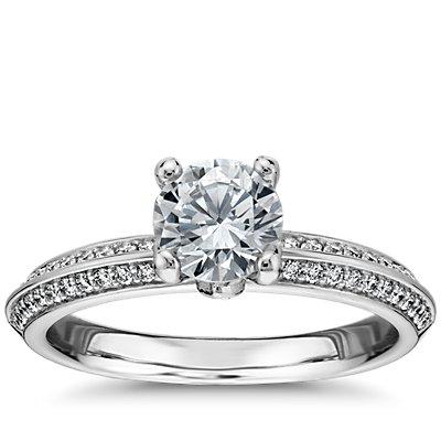 铂金 Monique Lhuillier 刀锋花瓣密钉钻石订婚戒指<br>(1/4 克拉总重量)