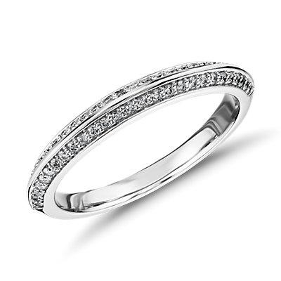 Anillo de diamantes de borde afilado y forma de pétalo de Monique Lhuillier en platino (1/4 qt. total)