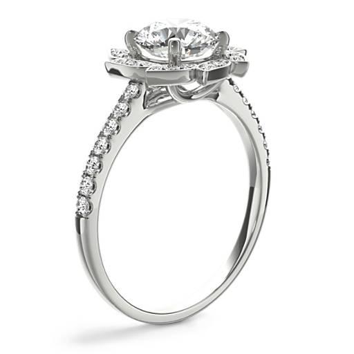Monique Lhuillier 葉片光環鑽石訂婚戒指