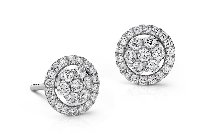 Aretes de diamantes con motivo floral de Monique Lhuillier en oro blanco de 18 k (1/2 qt. total)