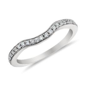 Anillo de pavé de diamantes curvo de Monique Lhuillier en platino