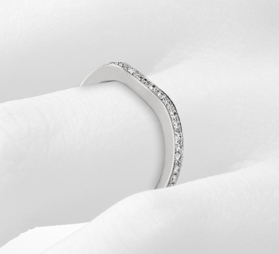 鉑金 Monique Lhuillier 曲線密釘鑽石戒指