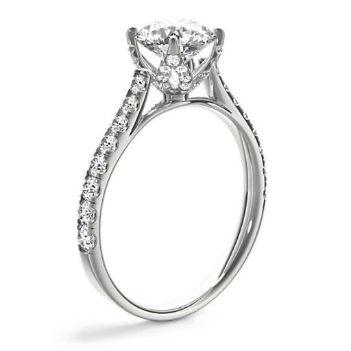 Monique Lhuillier 密釘鑽石教堂式鑲嵌訂婚戒指