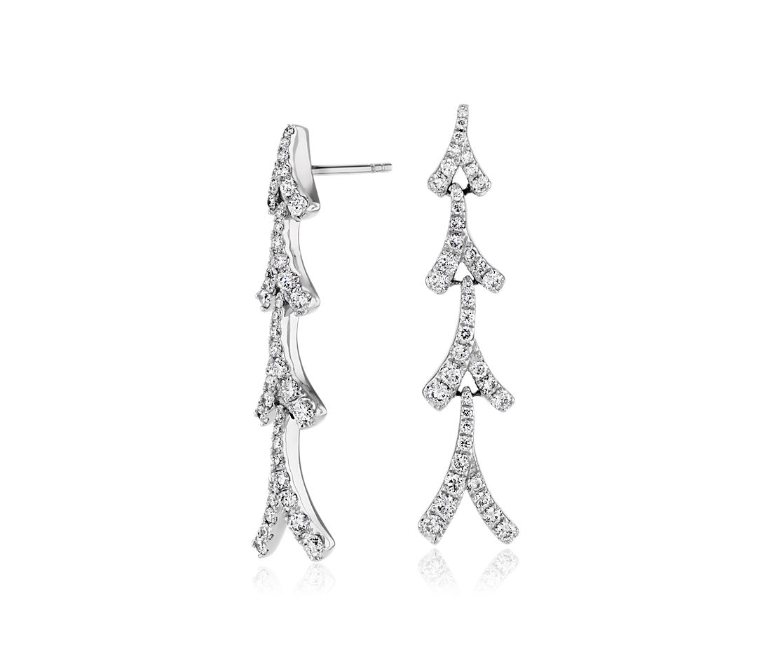 Aretes de diamantes triple Laurel de Monique Lhuillier en oro blanco de 18 k (1 qt. total)