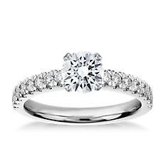 鉑金簇新鑽石訂婚戒指(1/3 克拉總重量)