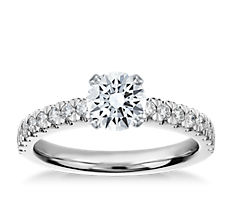 铂金新艺术款式钻石订婚戒指(1/3 克拉总重量)