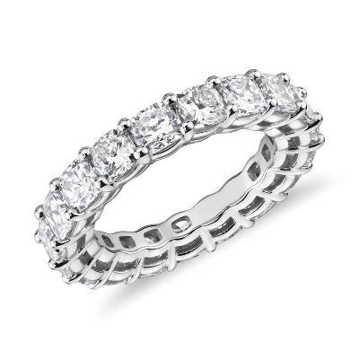 新款铂金垫形切割钻石永恒戒指<br>(5.5 克拉总重量)