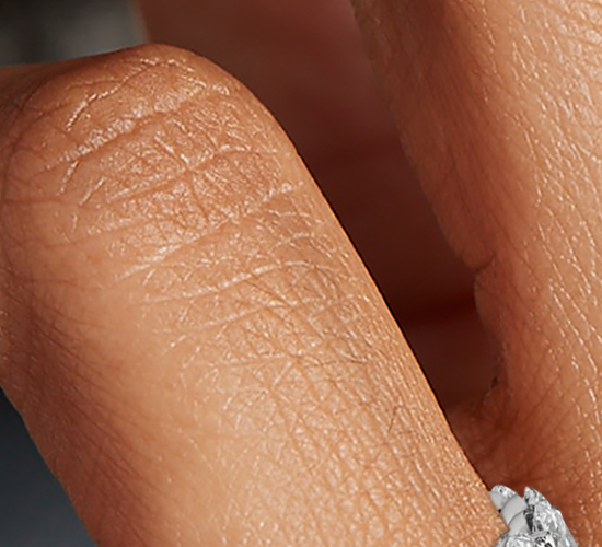 Bague d'éternité diamant ovale en platine (4,50carats, poids total)