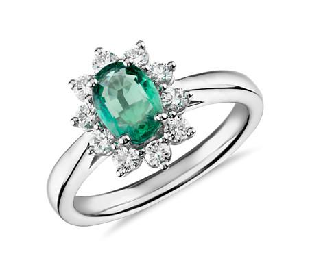 Anillo de esmeralda ovalada y halo de diamantes con forma de estrella en oro blanco de 14 k (7x5mm)