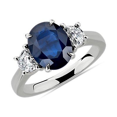 Anillo de diamantes y zafiro ovalado en platino (10x8mm)