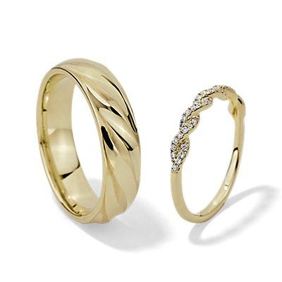 Ensemble bague torsadée en diamants sertis pavé et alliance motif corde avec alternance finition mate et polie en or jaune 14carats