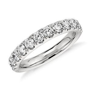 铂金密钉钻石戒指(1 克拉总重量)