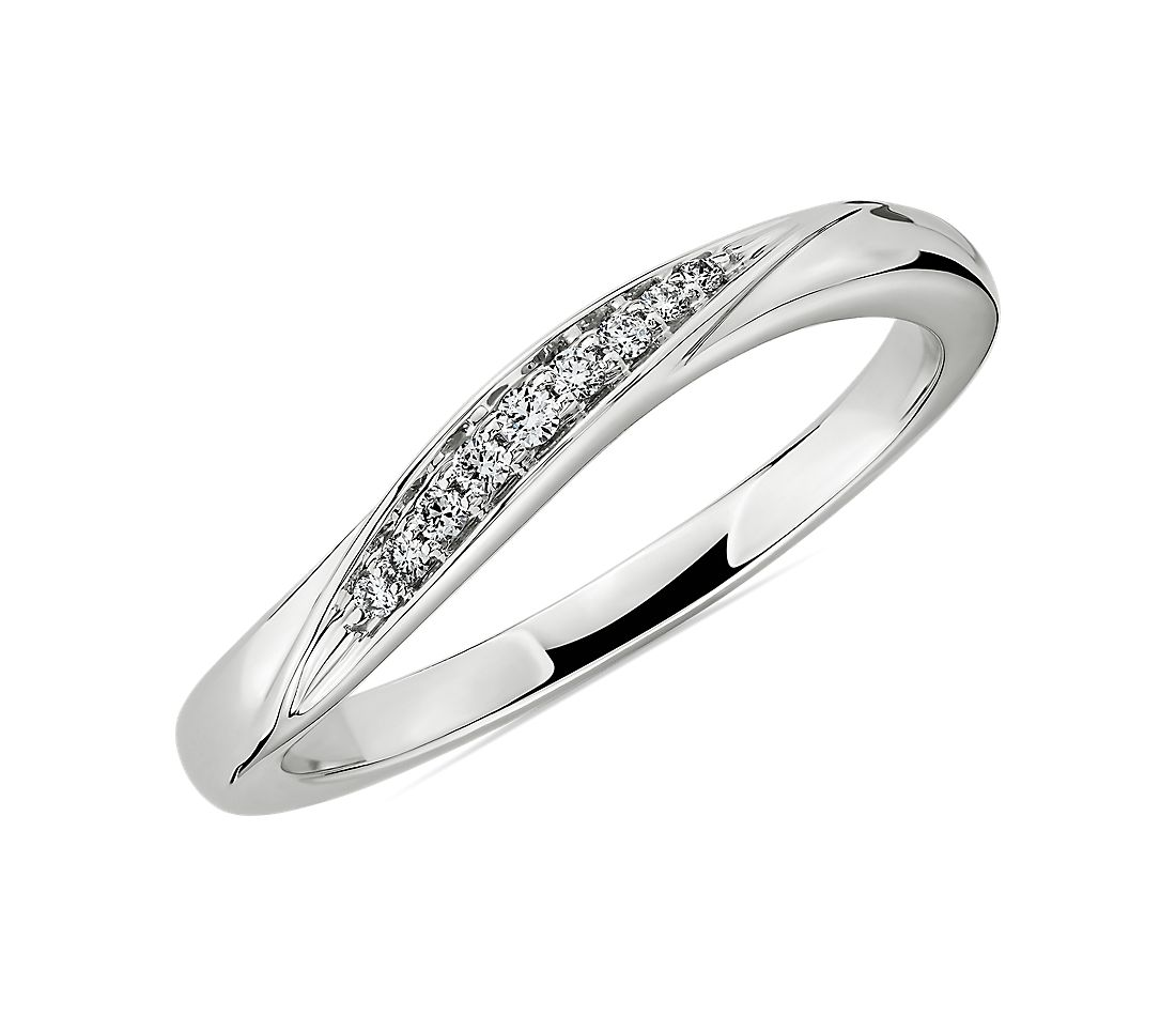 Pavé Diamond Wave Wedding Ring in 18k White Gold (1/4 ct. tw.)