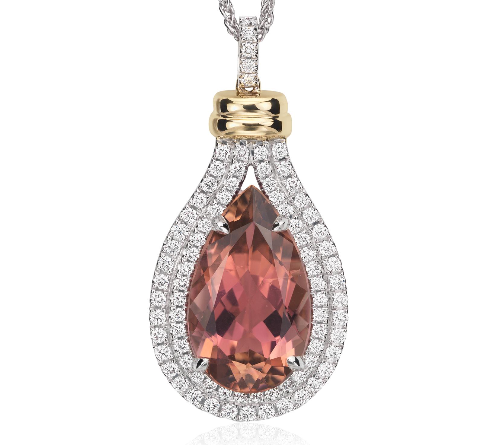 Colgante con turmalinas rosadas con forma de pera y halo de diamantes en oro blanco de 18 k (piedra central de 8,75qt)