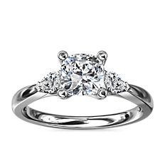 14k 白金梨形辅石钻石订婚戒指(1/4 克拉总重量)
