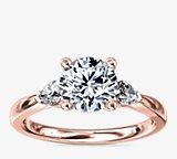 梨形辅石钻石订婚戒指