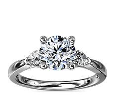 18k 白金梨形辅石钻石订婚戒指(1/4 克拉总重量)