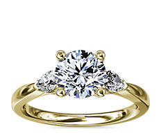 Pear Sidestone Diamond Engagement Ring in 18k Yellow Gold (1/4 ct. tw.)