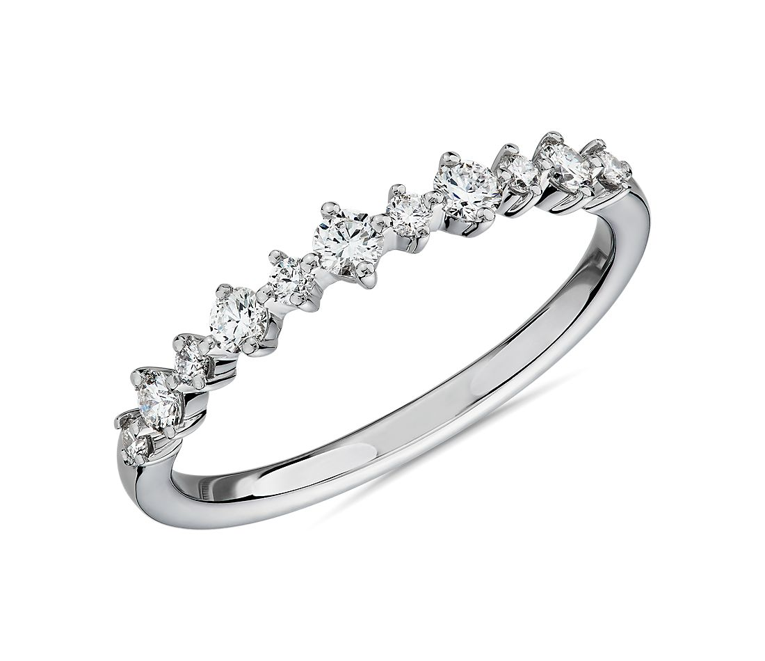 Petite Alternating Diamond Wedding Band in 14k White Gold (1/4 ct. tw.)