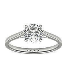 鉑金小巧大教堂單石訂婚戒指