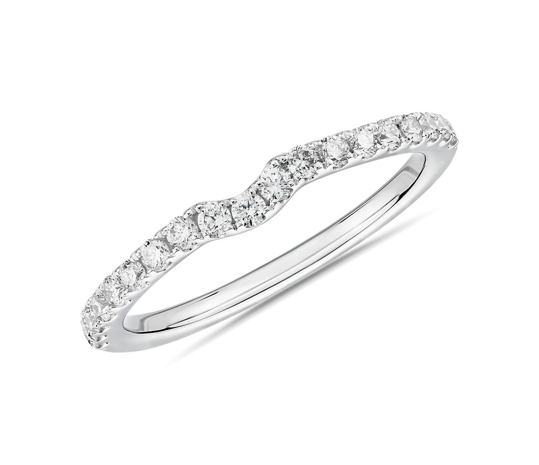 Petite Curved Diamond Wedding Ring in 14k White Gold (1/4 ct. tw.)