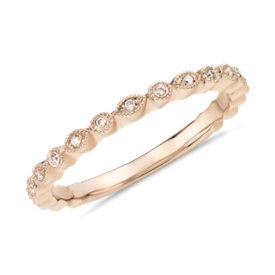 NUEVO. Anillo pequeño con puntos de diamantes, en oro rosado de 14k