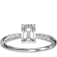 Anillo de compromiso de diamantes pequeños en platino (1/10 qt. total)