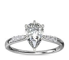 鉑金小巧鑽石訂婚戒指(1/10 克拉總重量)